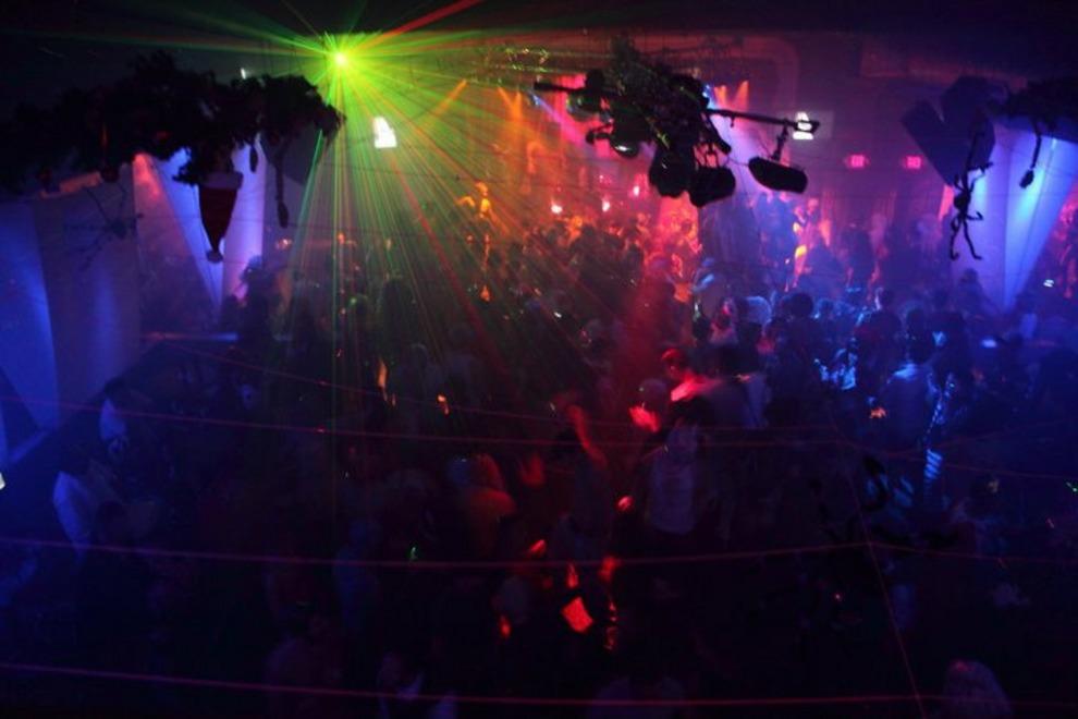 gay_dance_club2