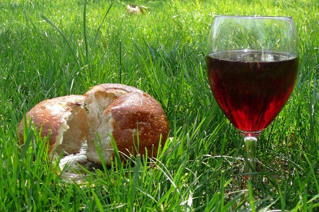 bread_wine_grass